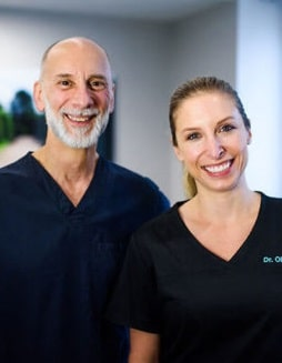 Profile photo of Dr. Pasquinelli and Dr. Olivares, expert periodontists.