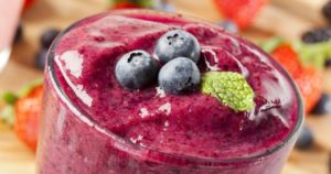 A berry smoothie that you can drink after a gum graft